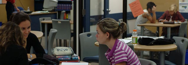 Étudiantes àla bibliothèque
